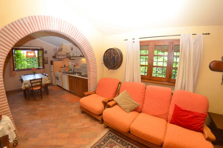 Via delle Mura REQ - Accommodation - Camaiore
