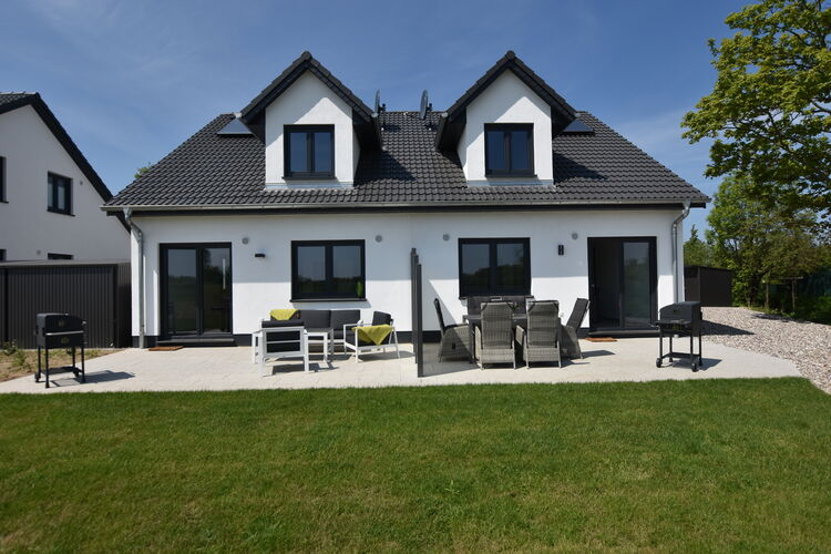 Vakantiehuis  met wifi  KuhlungsbornFerienhaus Wildrose 1 und 2 in Kühlungsborn mit Terrasse und Garten