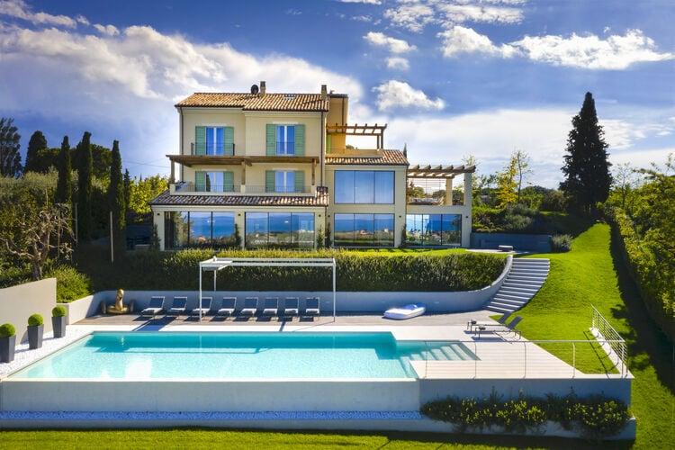 Italie | Marche | Villa te huur in Civitanova-Marche met zwembad  met wifi 12 personen