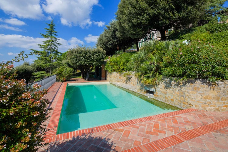 Italie | Toscana | Villa te huur in Cortona met zwembad  met wifi 18 personen