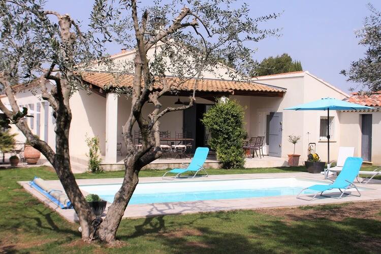 Villa met zwembad met wifi  CarpentrasLe Rocan