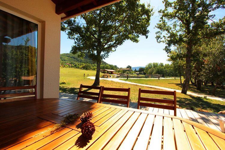 Vakantiehuis met zwembad met wifi  QuillanVayamundo L