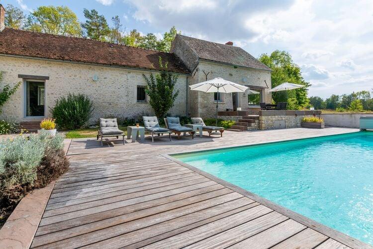 Woning Frankrijk | Region-Centre | Vakantiehuis te huur in Yevre-la-Ville met zwembad  met wifi 2 personen