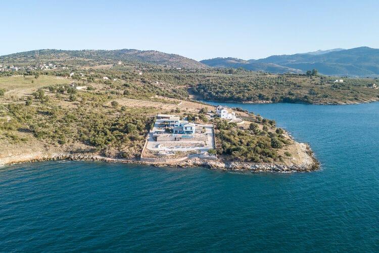 Appartement met zwembad met wifi   GriekenlandSpiti Louloudia