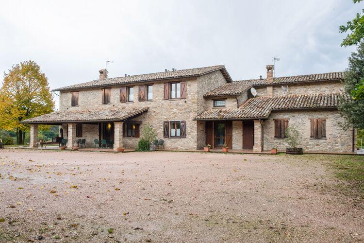 Vakantiehuizen Italie | Marche | Boerderij te huur in SantAngelo-in-Vado met zwembad  met wifi 30 personen