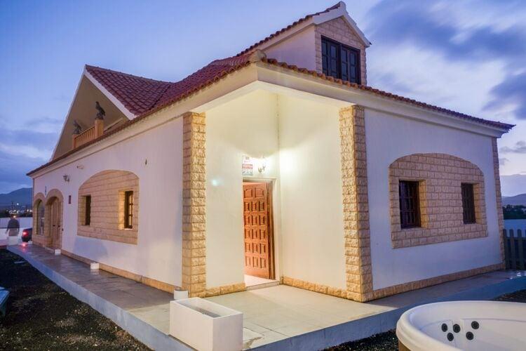 Spanje | Fuert | Vakantiehuis te huur in Los-Lajares   met wifi 6 personen