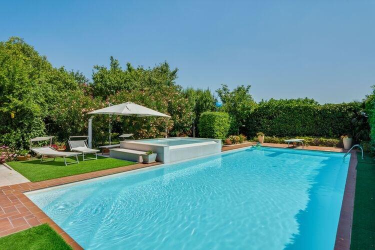 Vakantiehuizen Italie | Italiaanse-Meren | Vakantiehuis te huur in Castelbelforte met zwembad  met wifi 7 personen