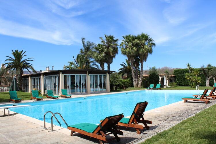 Vakantiehuizen Italie | Puglia | Vakantiehuis te huur in Matino met zwembad  met wifi 4 personen