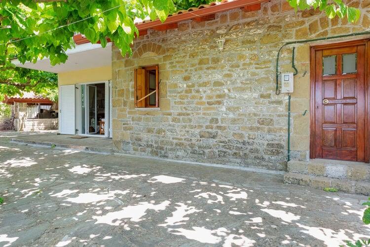 Vakantiehuizen Griekenland | Grwest | Vakantiehuis te huur in Kalavrouza    7 personen