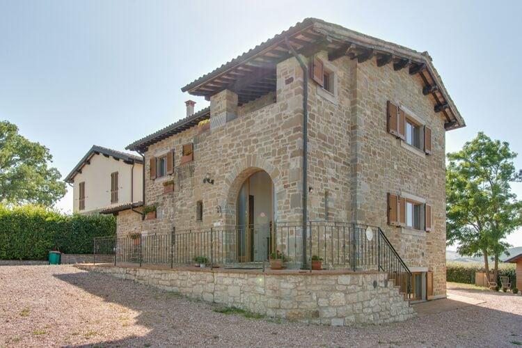 Vakantiehuizen Italie | Umbrie | Vakantiehuis te huur in Gubbio met zwembad  met wifi 18 personen