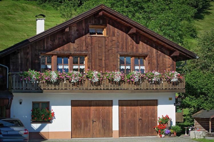 Vakantiewoning huren in Vorarlberg -   met wifi  voor 8 personen  Op 1000 m. hoogte, aan de bosrand,..