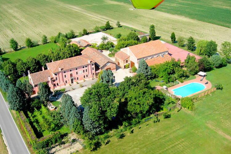 Boerderij met zwembad met wifi  Pontecchio Polesine  Grote woning op boerenerf met zwembad