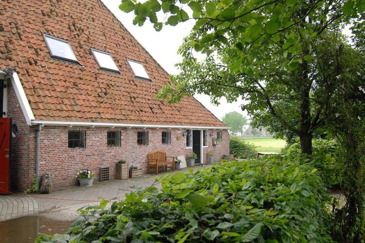 Friesland Boerderijen te huur Monumentale kop-hals-romp-boerderij uit 1861 bij Bozum