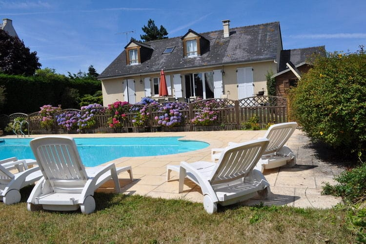 Bretagne Villas te huur Mooie, gerenoveerde villa met omheind privézwembad en zeezicht op loopafstand van het strand