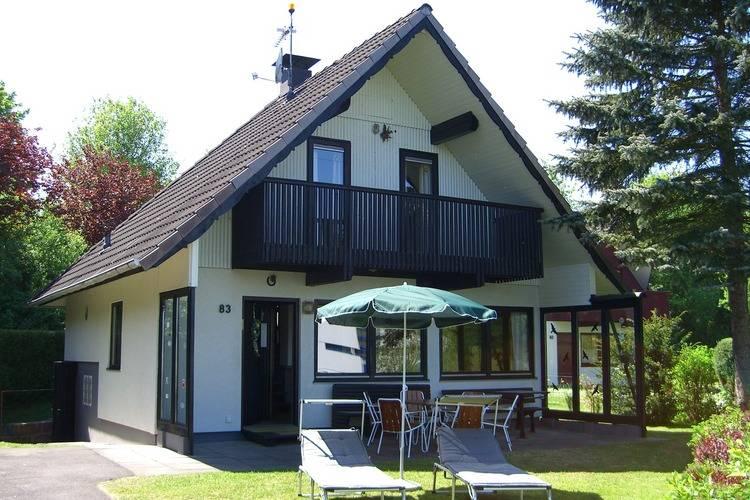 Vakantiewoning    Kirchheim-Seepark  Mooi vakantiehuis met direct uitzicht op het stuwmeer in de Hessische Hooglanden