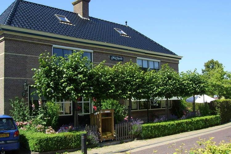 Friesland Appartementen te huur Comfortabel appartement in voormalig schooltje in Molkwerum bij het IJsselmeer