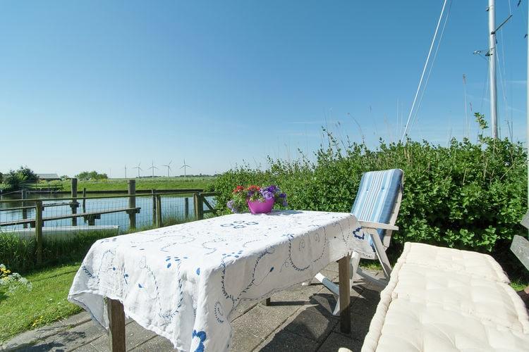 Vakantiewoning  met wifi  Warns  Prachtig vakantiehuis gelegen aan het water