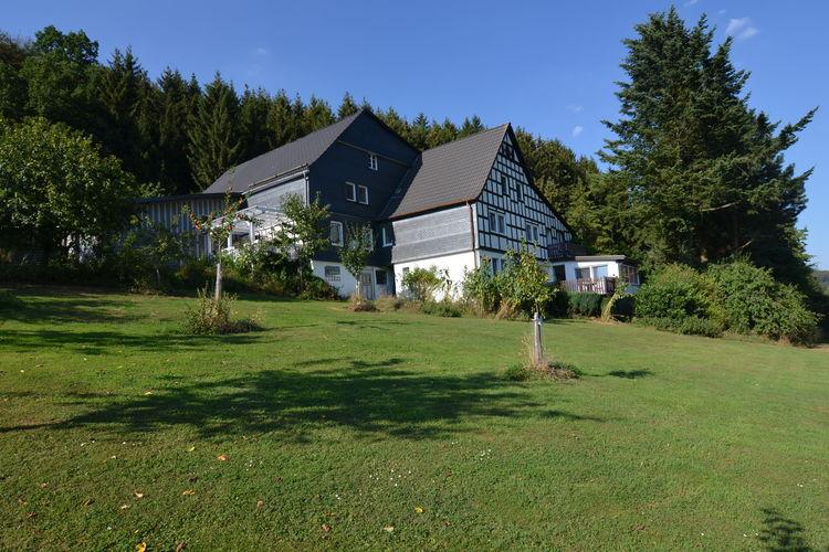 Appartement  met wifi  Schmallenberg-Menkhausen  Rustig gelegen accommodatie met overdekt terras in Menkhausen in het Sauerland