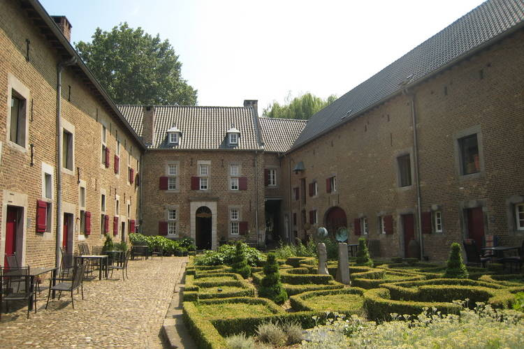 Appartement huren in Limburg -   met wifi  voor 12 personen  Deze 13 appartementen in de Mesche..