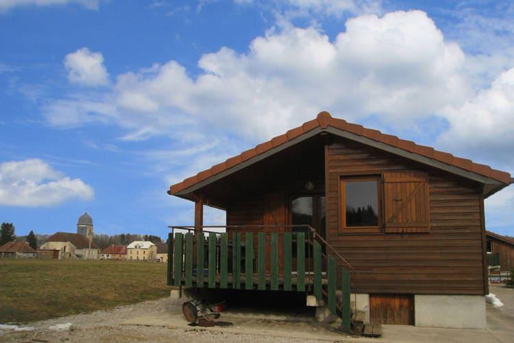 Jura Chalets te huur In het zuiden van de Jura, een domein met chalets.