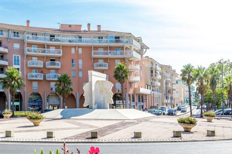 Modern appartement met uitzicht op de haven van Fréjus, 200m van het strand.