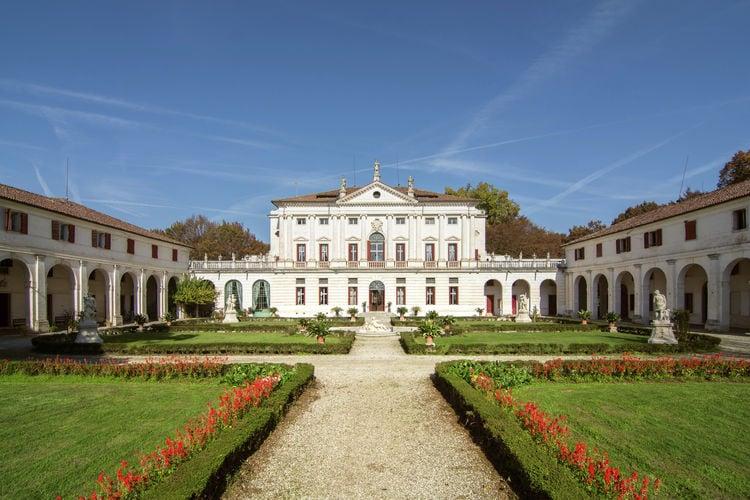 Kasteel met zwembad met wifi  Piombino Dese  Historische Venetiaanse villa, prive zwembad en tuin.