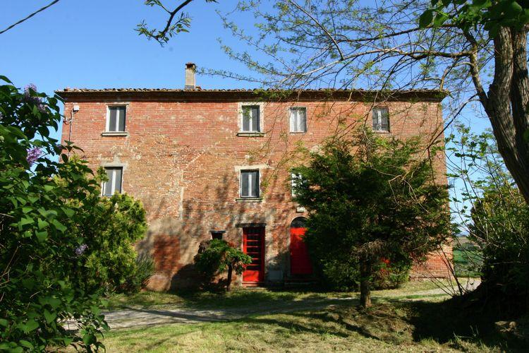 Landelijk gelegen, ruime tuin met veel privacy, dichtbij middeleeuwse borgo