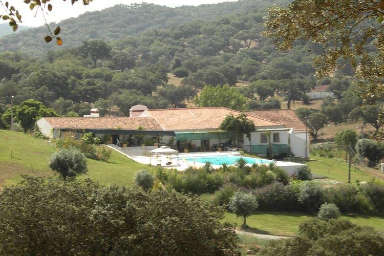 Boerderij met zwembad met wifi  Montemor-O-NovoCasa das Pedras