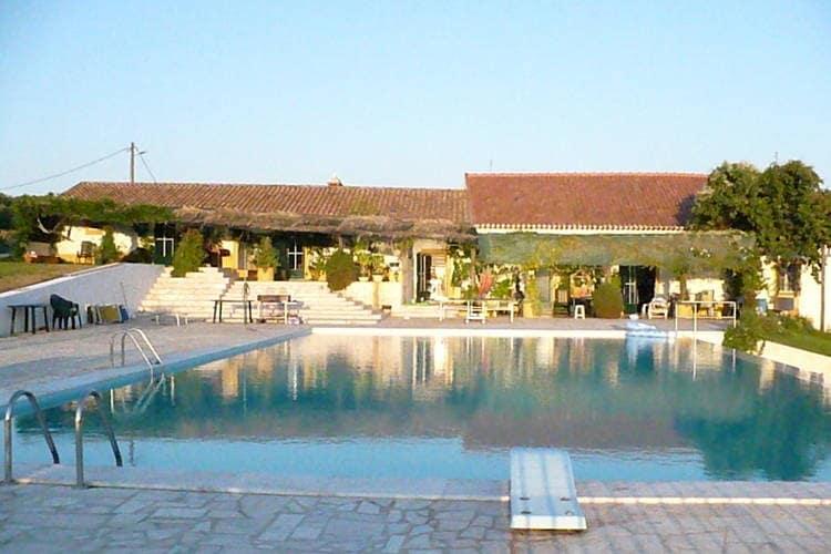 Alentejo Boerderijen te huur Quinta (boerderij) met eigen poort, gazon en terras met BBQ