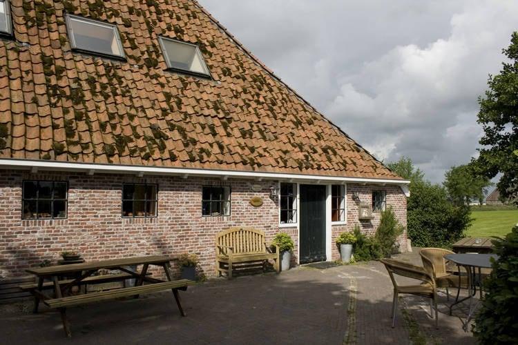 Friesland Boerderijen te huur Prachtig landelijk gelegen kop-hals-romp-boerderij.