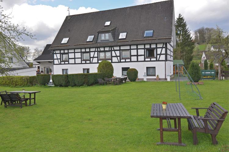 Appartement met zwembad met wifi  Attendorn-Silbecke  Vakantiewoning met zwembad en diverse speeltoestellen