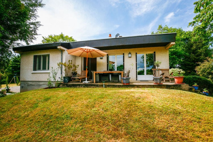 Vakantiehuis  met wifi  Chavenon  Prachtig vakantiehuis in Auvergne met grote omringde tuin.