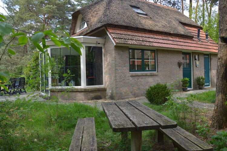 Vakantiewoning  met wifi  Beerze  Dit sfeervolle rietgedekte vakantiehuis ..