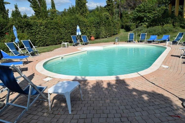 Boerderij met zwembad met wifi  Vinci  Appartement in een typisch Toscaanse agriturismo met zwembad in Vinci