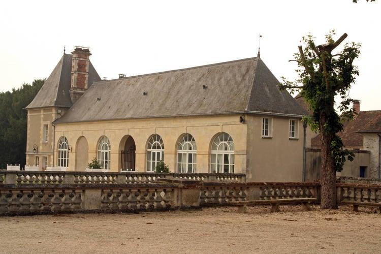 Kasteel huren in Ile-de-France - met zwembad  met wifi met zwembad voor 2 personen  De lange oprijlaan, omzoomd door b..
