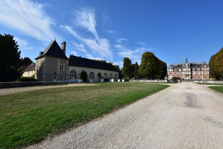 Ile-de-France Vakantiewoningen te huur Studio op kasteeldomein met statige oprijlaan, zwembad, tennisbaan en prachtige Engelse tuinen
