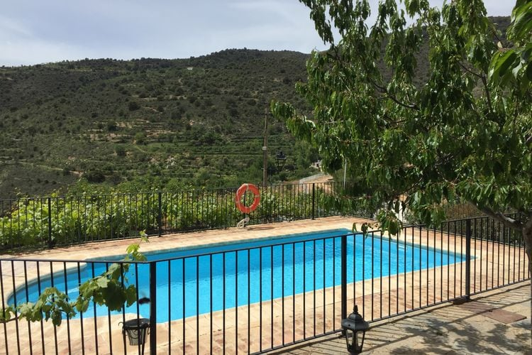 Vakantiewoning met zwembad met wifi  Laroya  La Albaida