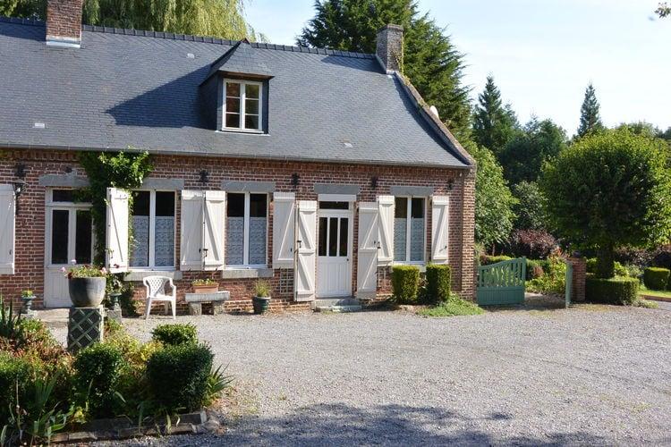 Authentiek huis met een grote tuin in het glooiend landschap van de Oise