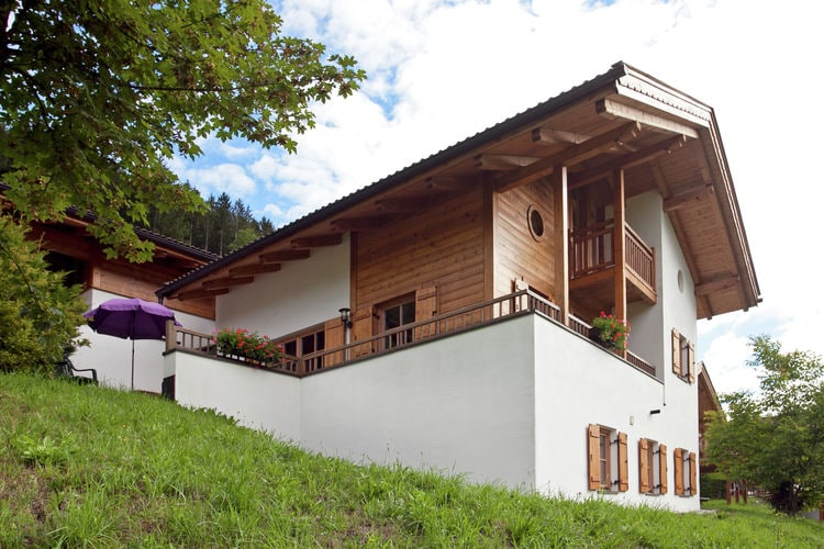 Tirol Vakantiewoningen te huur Luxe, vrijstaand chalet met heerlijk balkon en terras op het zuiden