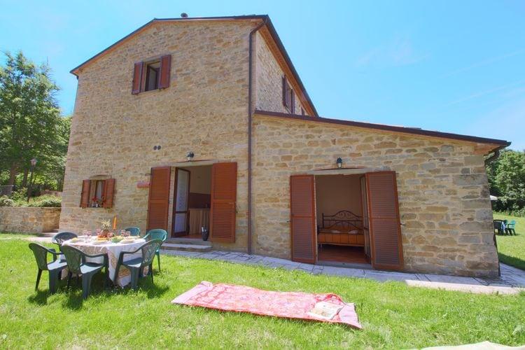 Italie | Marche | Vakantiehuis te huur in Apecchio met zwembad  met wifi 7 personen