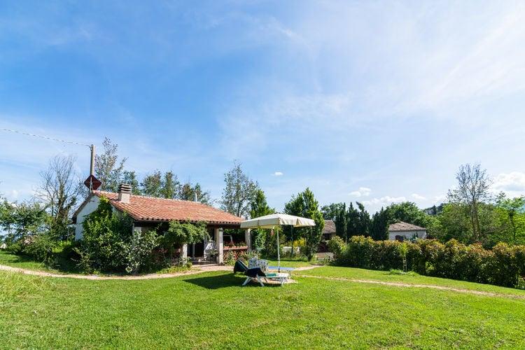 Cagli Vakantiewoningen te huur Prachtig vrijstaand vakantiehuis op landgoed met zwembad