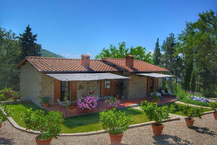 Vakantiewoning met zwembad met wifi  Loro Ciuffenna  Mooie vrijstaande villa met openluchtzwembad met adembenemend uitzicht
