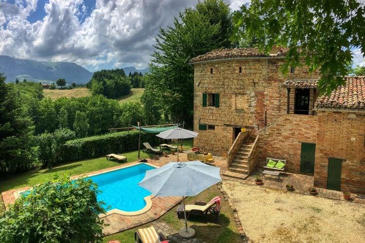 Italie | Marche | Villa te huur in Amandola met zwembad  met wifi 8 personen