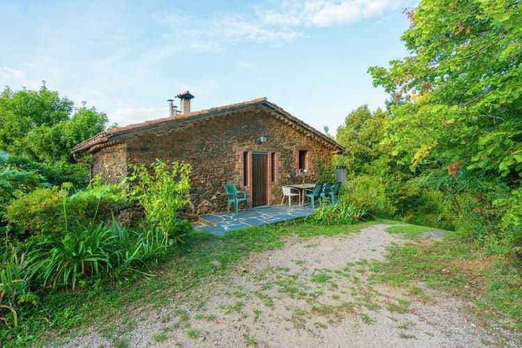 Vakantiewoning met zwembad met wifi  Montseny  Authentiek landhuis midden in het natuurpark Montseny