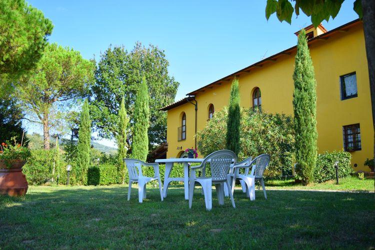 Boerderij met zwembad met wifi  Vinci  Appartement in een typisch Toscaanse agriturismo in Vinci