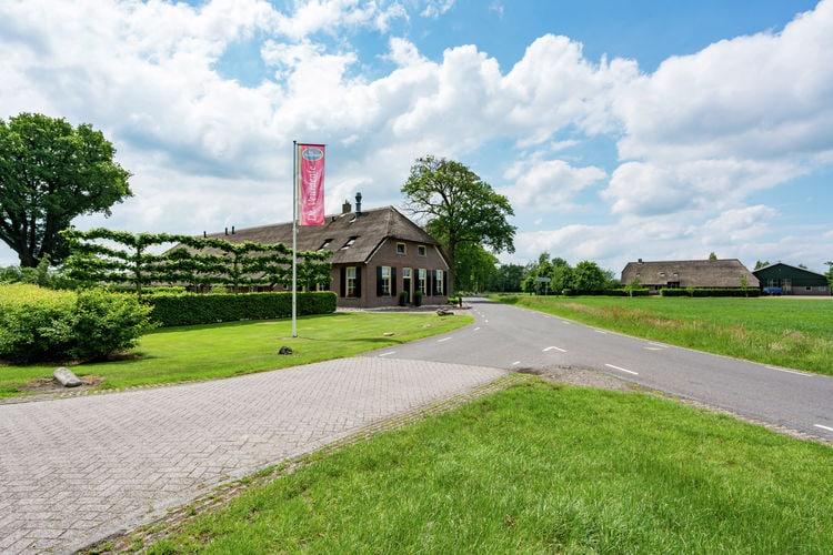Deze appartementenboerderij is gelegen in het Dren..
