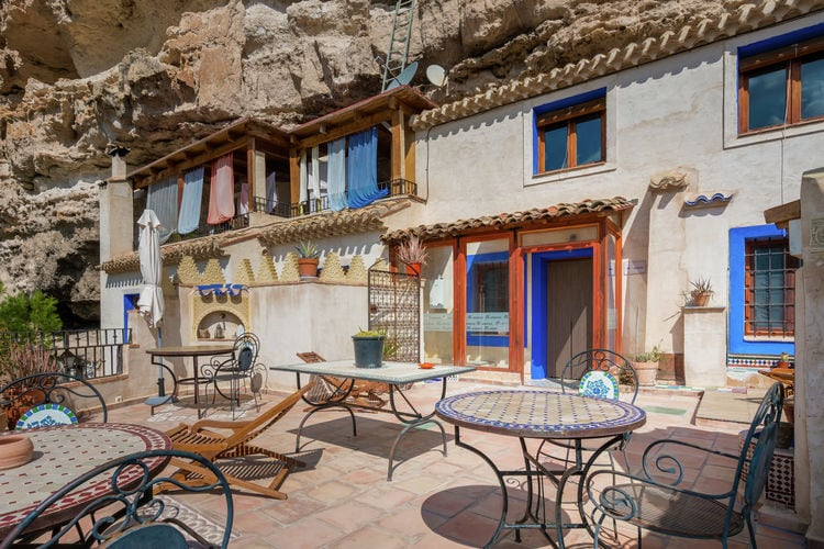 Castilla las mancha Vakantiewoningen te huur Origineel gerestaureerde grotwoning met jacuzzi, aan een rivier in Albacete