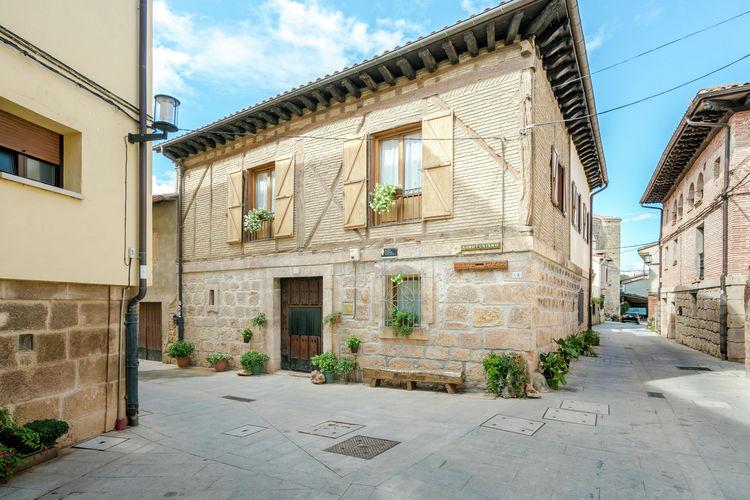 Vakantiehuis met zwembad met wifi  Salinillas de Buradón  Casa Colonial