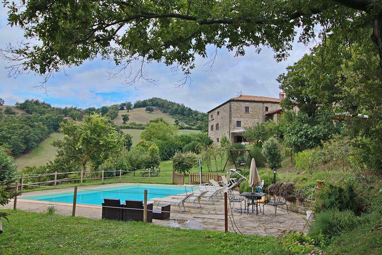 Agriturismo met zwembad in de heuvels, prachtig uitzicht, in het truffelgebied