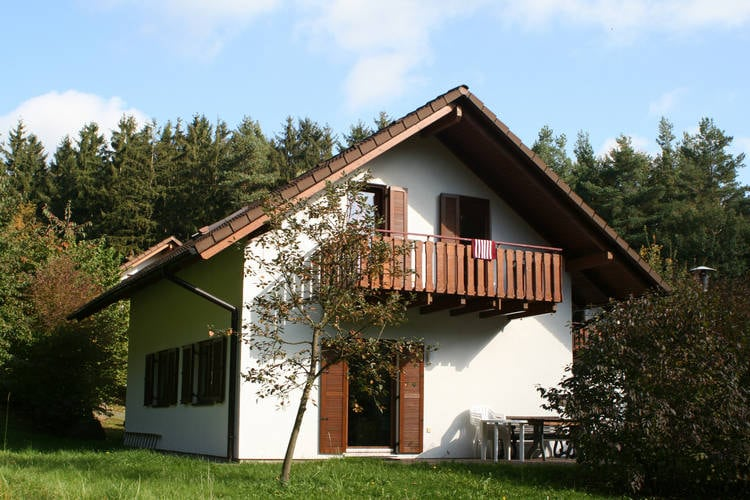 Vakantiewoning  met wifi  Kirchheim  Comfortabel vakantiehuis aan een stuwmeer in Hessen met balkon en tuin